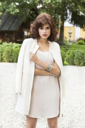__Parrucca_donna_Celebrity_Mono_Lace_in_capello_sintetico_di_media_lunghezza_colore_castano_ramato_costruzione_in_monofilamento_