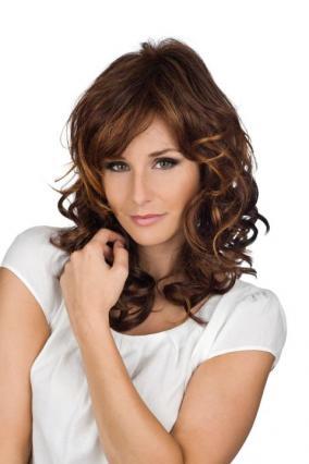 Parrucca_donna_Dana_in_capello_sintetico_lungo_colore_rosso_mechato__costruzione_in_tessitura